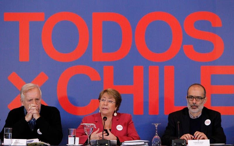 """UDI pedirá pronunciamiento a la Contraloría por campaña """"Todos X Chile!"""""""