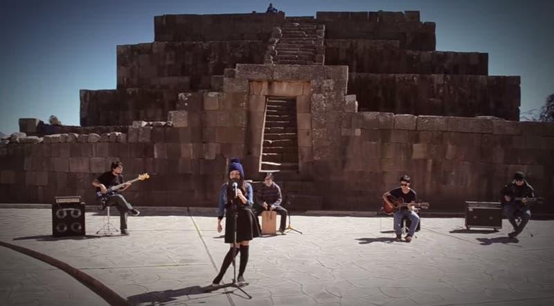 Joven peruana que canta en quechua éxito de Michael Jackson se hace viral