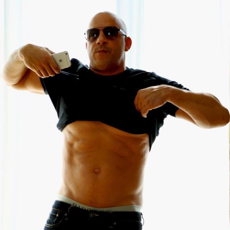 Vin Diesel mostrando su torso