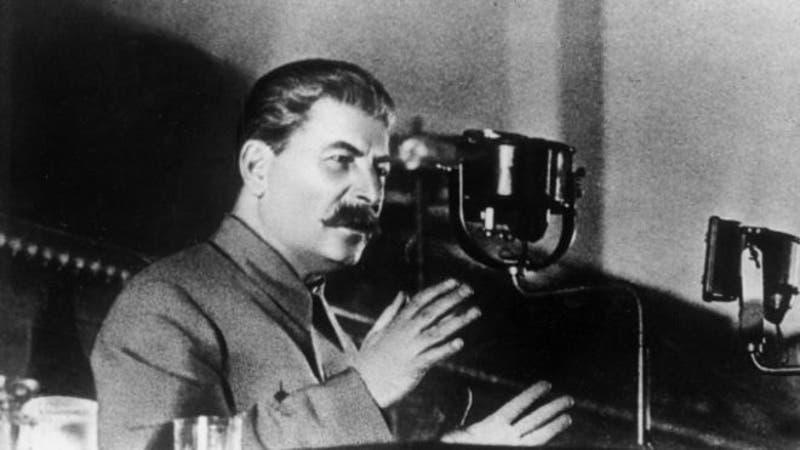 Tras la muerte de Lenin, Stalin se promocionó a sí mismo intensamente para convertirse en líder de la Unión Soviética.