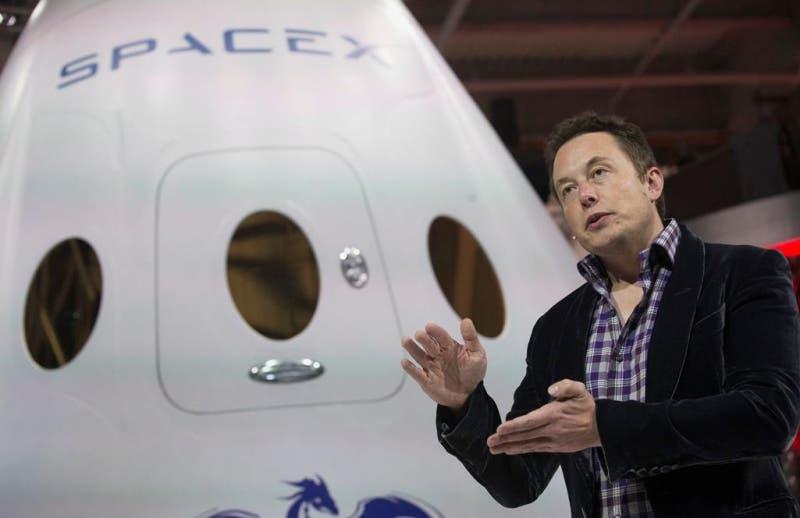 Elon Musk fundó SpaceX en el año 2002.