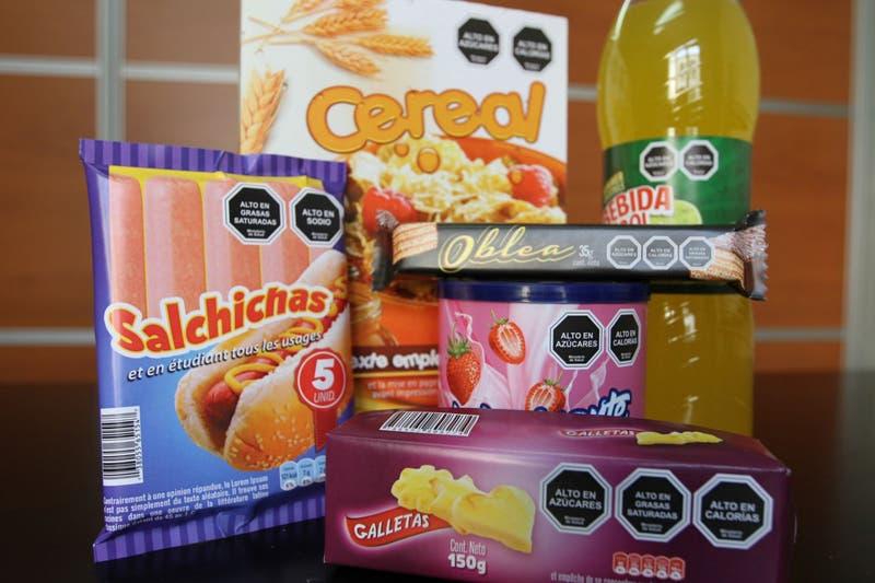 Ley de etiquetado: Expertos explican en qué fijarse a la hora de comprar alimentos