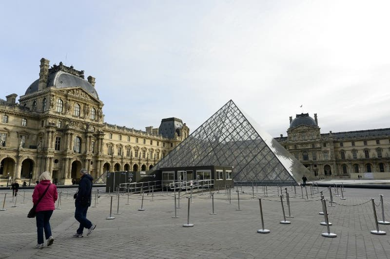 Louvre cierra el viernes para evacuar obras ante crecida del río Sena