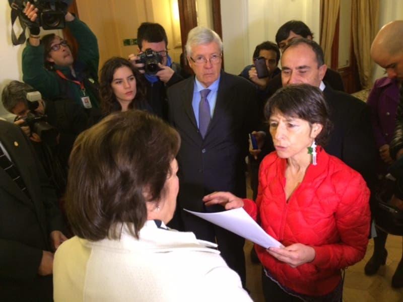 Diputados entregaron proyecto a ministra Delpiano