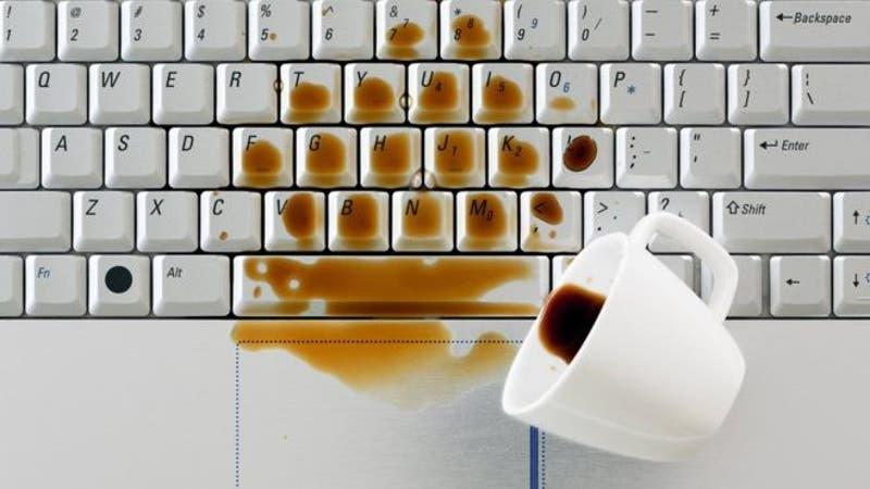 Qué hacer para que no se te estropee tu laptop cuando se moja