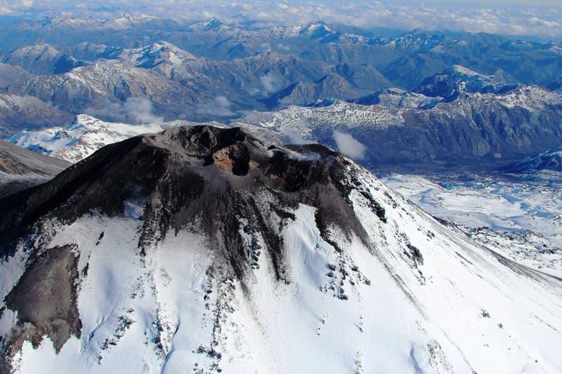 Sernageomin modifica alerta técnica volcánica del Nevados de Chillán
