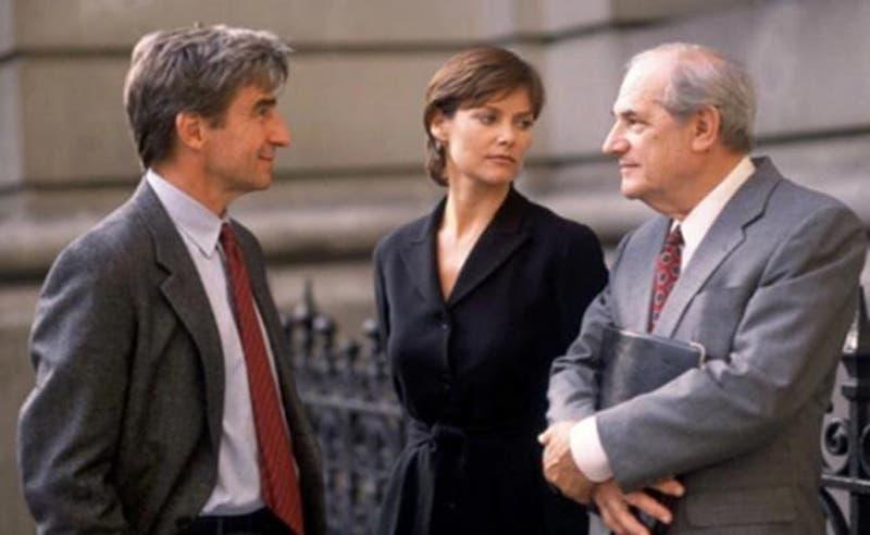 """Steven Hill en la serie """"La ley y el orden"""""""