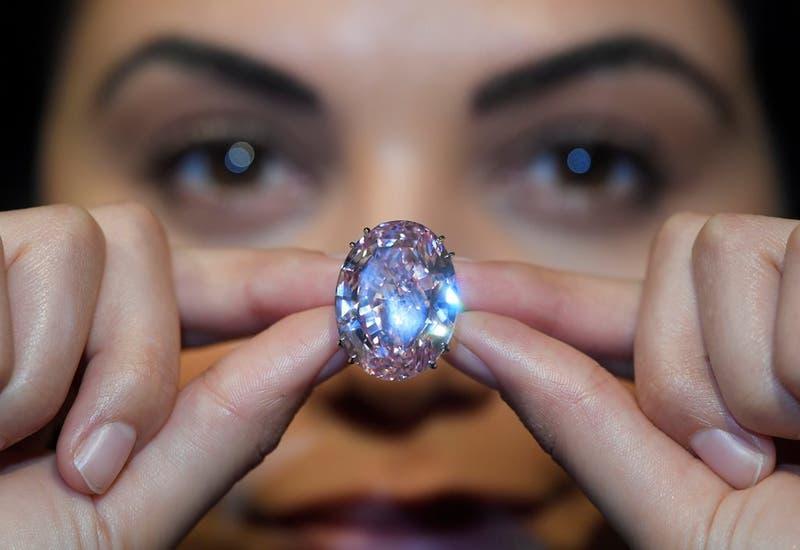 Sale a subasta el diamante rosado más valioso del mundo.