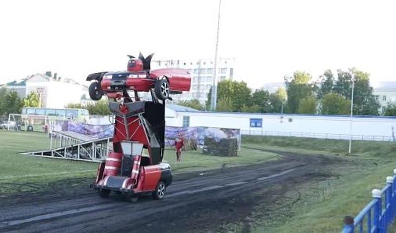 Inventor ruso crea su propio transformer