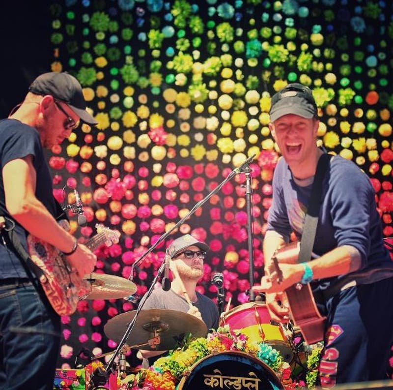 Coldplay se contagia del ritmo de Shakira