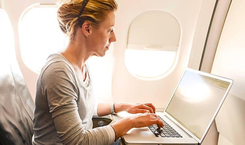 Estados Unidos levanta prohibición de llevar ordenadores en vuelos de Etihad