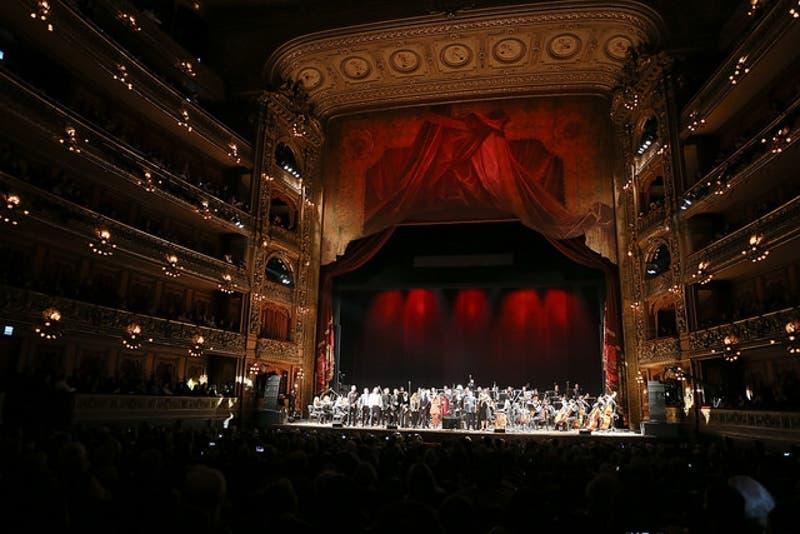 Así lucía el Teatro Colón la noche de este miércoles