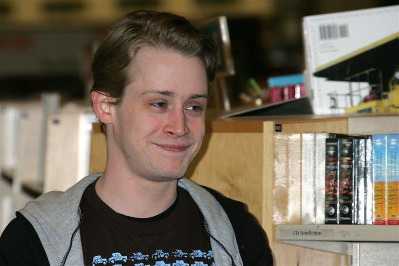 Macaulay Culkin y una imagen de él de hace algunos años