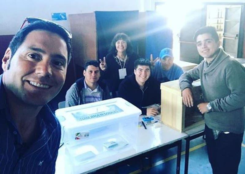 Pancho Saavedra es vocal de mesa en Curicó