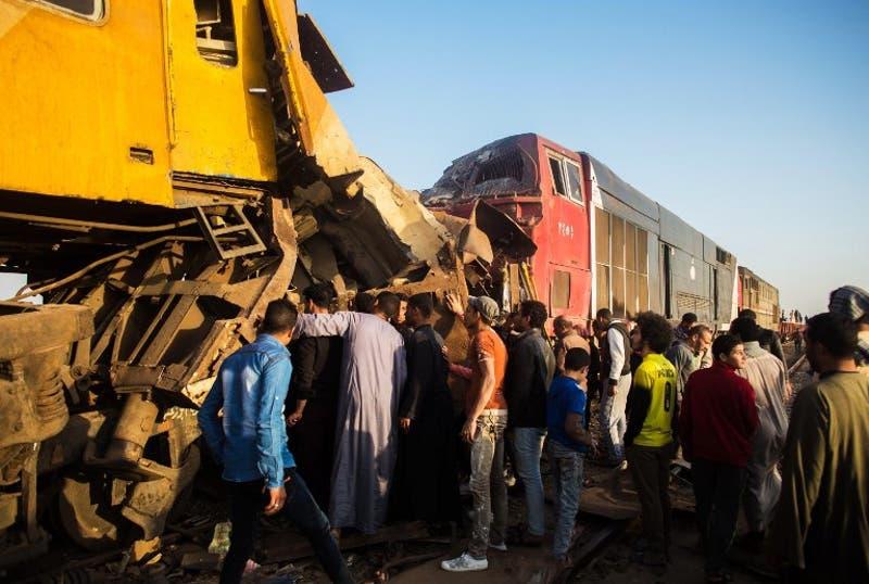 Al menos diez muertos en un choque de trenes en Egipto
