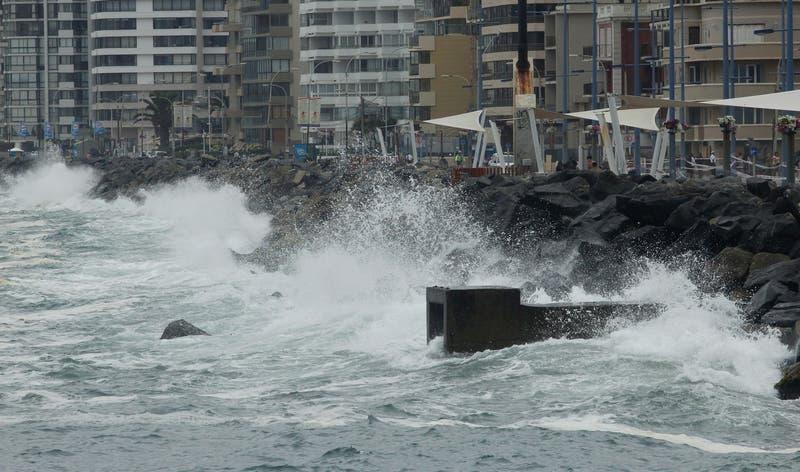 Armada anuncia marejadas para Semana Santa desde Arica a Aysén