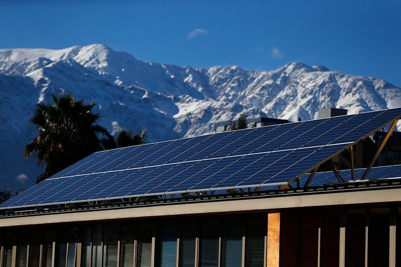 ¿Quieres tener un sistema de energía solar en tu hogar? Conoce cómo postular al subsidio del Minvu