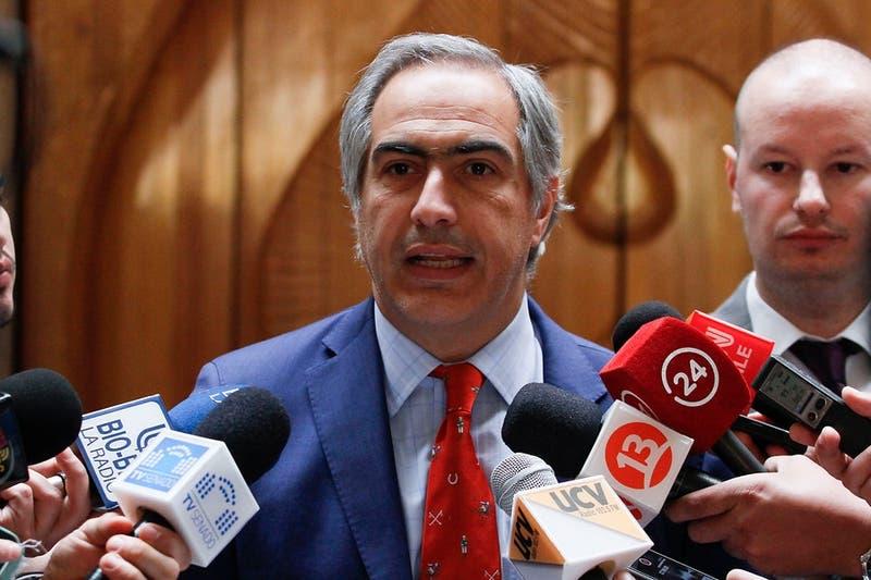 Polémica por duras críticas del senador Chahuán al gobierno y a la ministra de Cultura