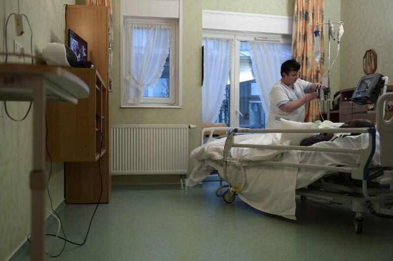 Encuesta CEP: Un 22% aprueba la eutanasia en cualquier caso y baja cifra de quienes la rechazan