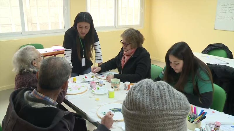 """[VIDEO] """"Guarderías"""" para adultos mayores"""