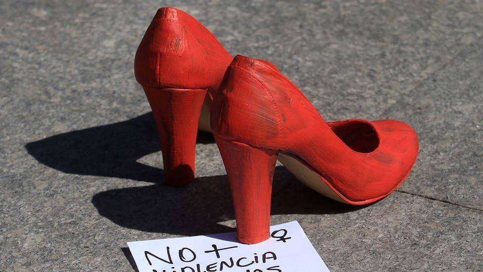 Fotos Zapatos Rojos Una Intervención Contra El Femicidio Tele 13