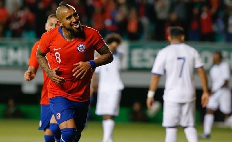 Arturo Vidal supera a Leonel Sánchez entre los máximos anotadores de La Roja