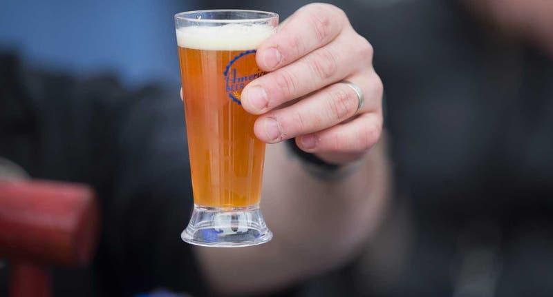 Bar regala cervezas heladas para capear ola de calor en Australia
