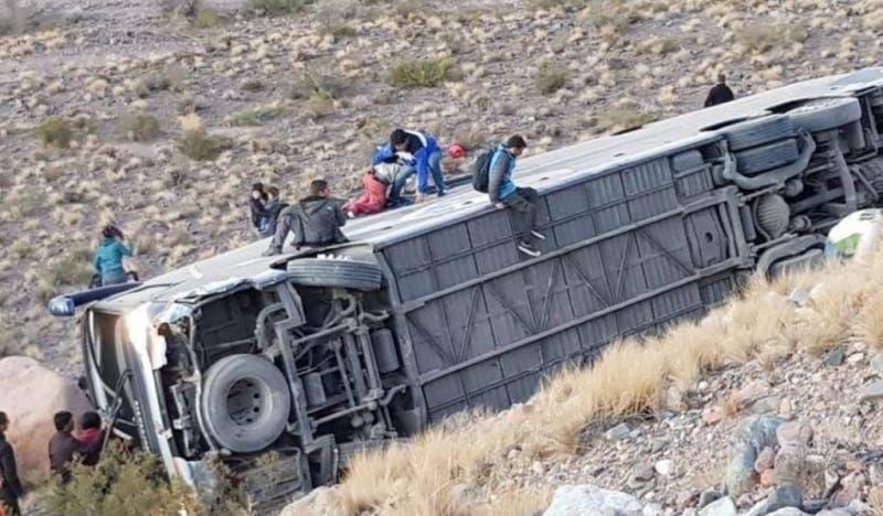 """Empresa de bus desbarrancado: """"Iban dos conductores que mantenían sus descansos legales"""""""