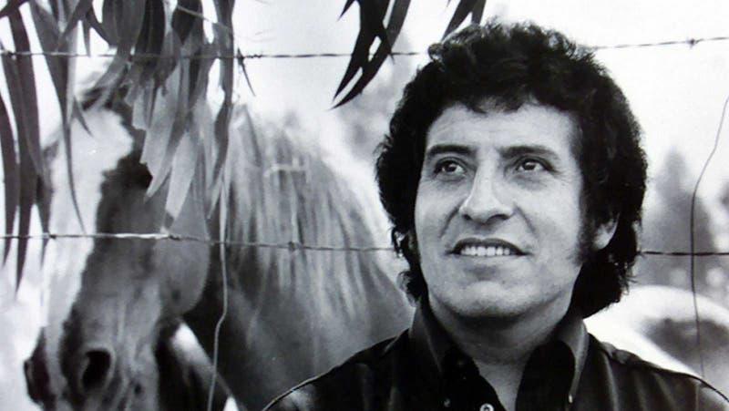 """""""Que el pueblo juzgue"""": Fundación Víctor Jara habla tras uso de frase del cantautor en campaña UDI"""