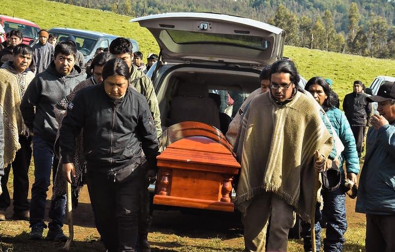 Caso Catrillanca: Abogado de carabineros dados de baja no descarta solicitar exhumación del comunero