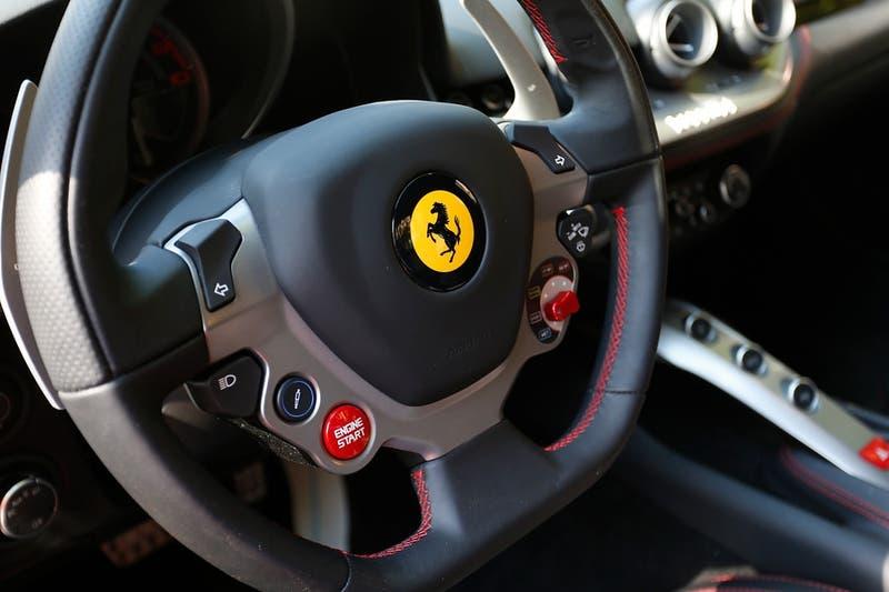 Ferrari y Alfa Romeo lideran venta de vehículos de lujo