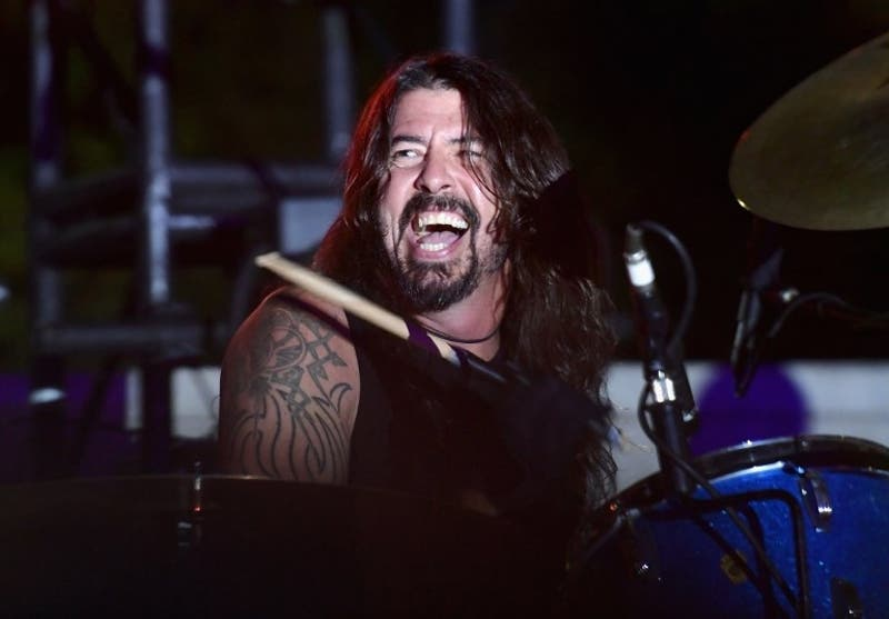 [VIDEO] Dave Grohl protagoniza fuerte caída en pleno show de Foo Fighters