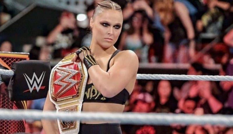 Ronda Rousey se vistió de personaje de Mortal Kombat en la WWE