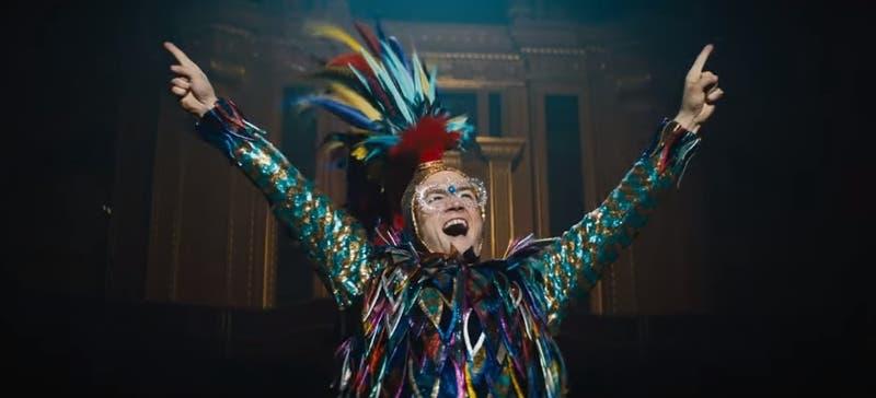"""[VIDEO] Taron Egerton impacta con su voz en su rol de Elton John en primer tráiler de """"Rocketman"""""""