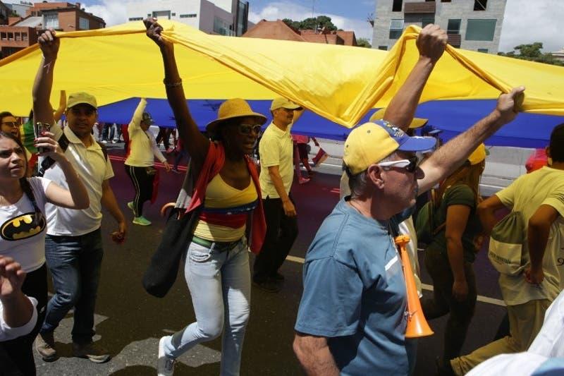 """El diplomático fijó la posición de Bogotá tras la decisión de Maduro de """"romper todas las relaciones políticas y diplomáticas con el gobierno fascista de Colombia""""."""