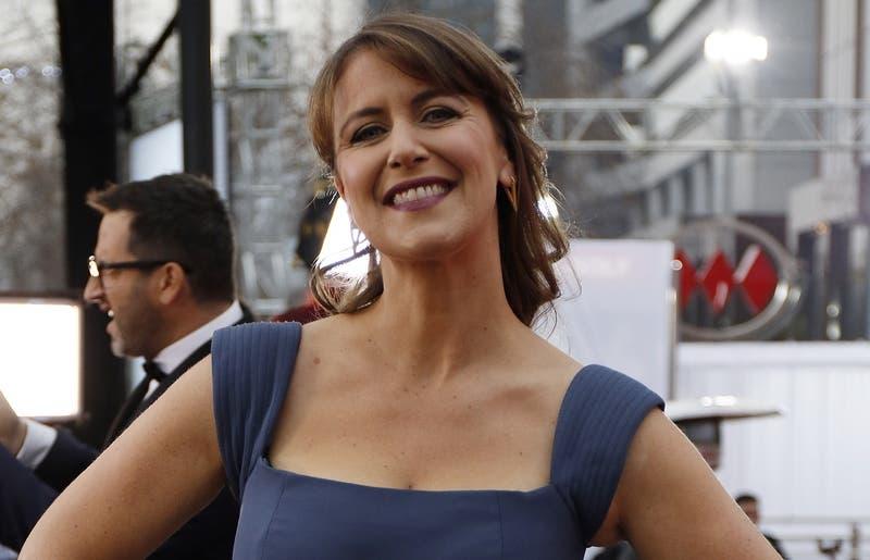 Carola Urrejola se convierte en la primera mujer en ser la voz en off del Festival de Viña