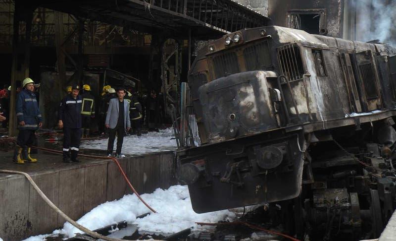 Al menos 20 muertos por accidente de tren en Egipto