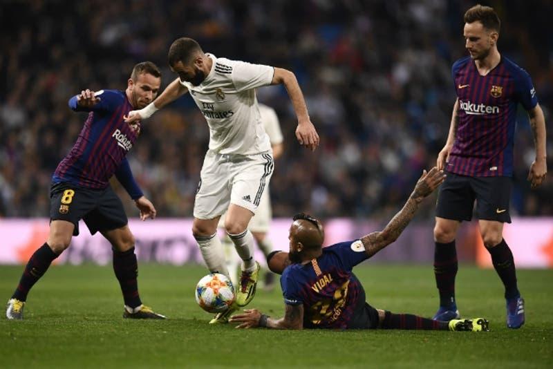 FC Barcelona golea a Real Madrid con Arturo Vidal en cancha y avanza a la final de la Copa del Rey