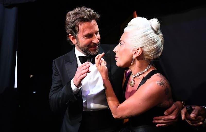 Lady Gaga sale al paso de los rumores de romance con Bradley Cooper