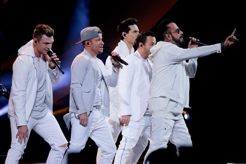 [FOTOS] Backstreet Boys sorprenden con aparición en local de comida rápida en Chile