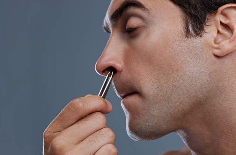 La razón por la que no debes sacarte los pelos de la nariz