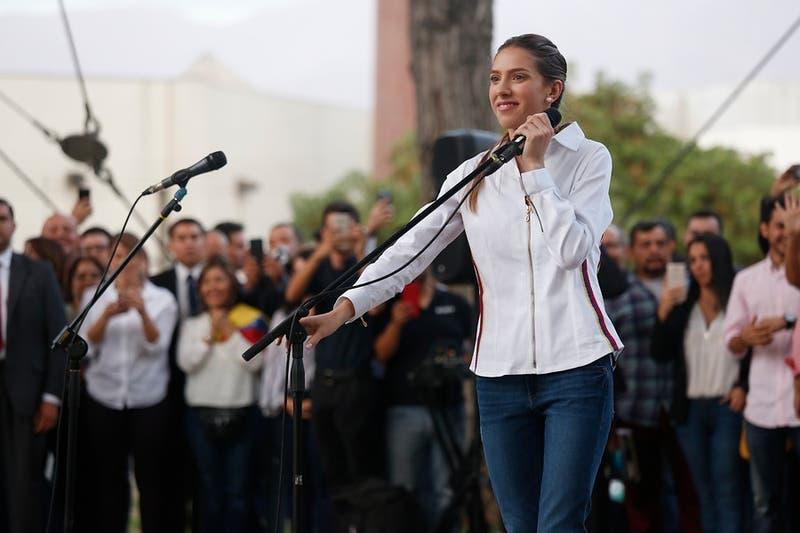 Fabiana Rosales junto a venezolanos en Chile