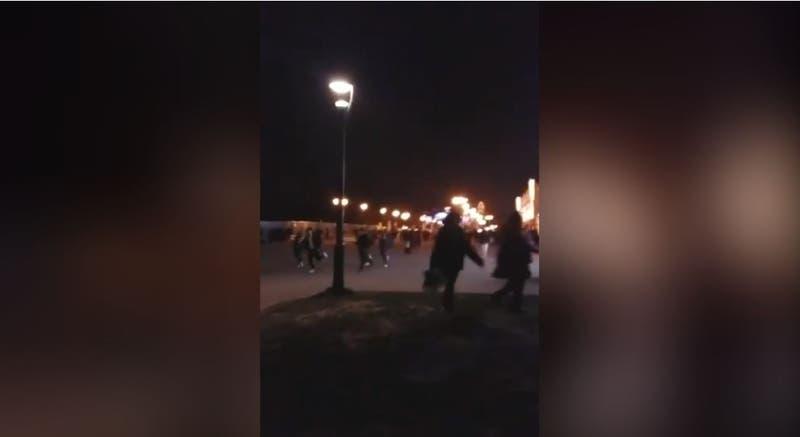 """[VIDEO] """"Hubo un pánico enorme"""": Falsa alarma genera caos entre turistas en Disneyland de París"""