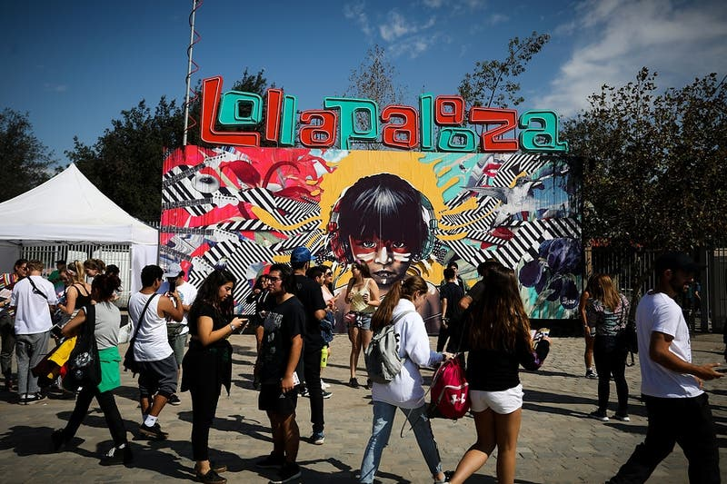 Documentos de identidad y una petaca: Las cosas perdidas en Lollapalooza Chile