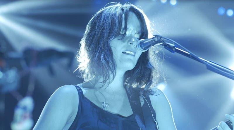 Camila Moreno estrena video en vivo de Ojos azules
