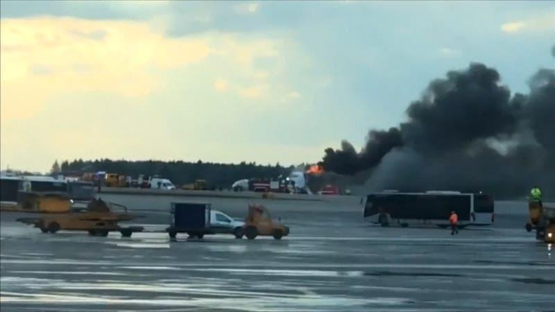 [VIDEO] Así fue el aterrizaje de emergencia del avión que se incendió en pleno vuelo en Rusia