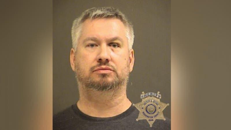 Hombre robó 700 dólares que su hija había ganado vendiendo galletas para pagar masaje erótico