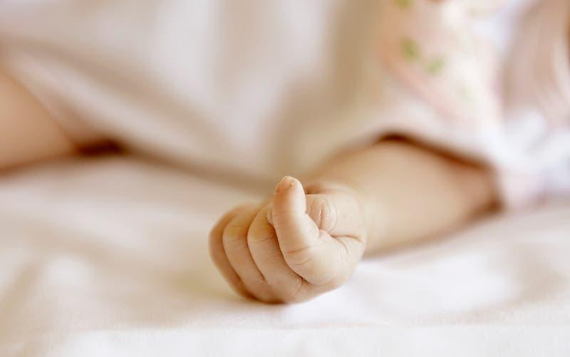 """""""Sólo pido perdón"""": Abandonan a recién nacido dentro de una bolsa con una desgarradora nota"""