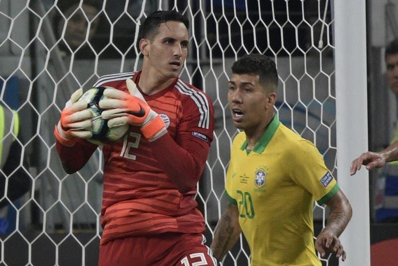 Fernández realizó la ataja del partido a tres minutos del final y dejó con vida a Paraguay