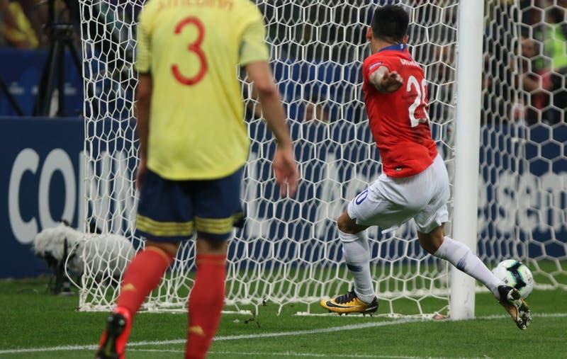 Desde prensa colombiana al Bayer Leverkusen: Las reacciones por gol anulado a Chile con el VAR